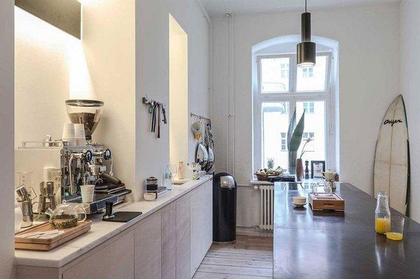идея за малък апартамент интериорен дизайн кухня бяло