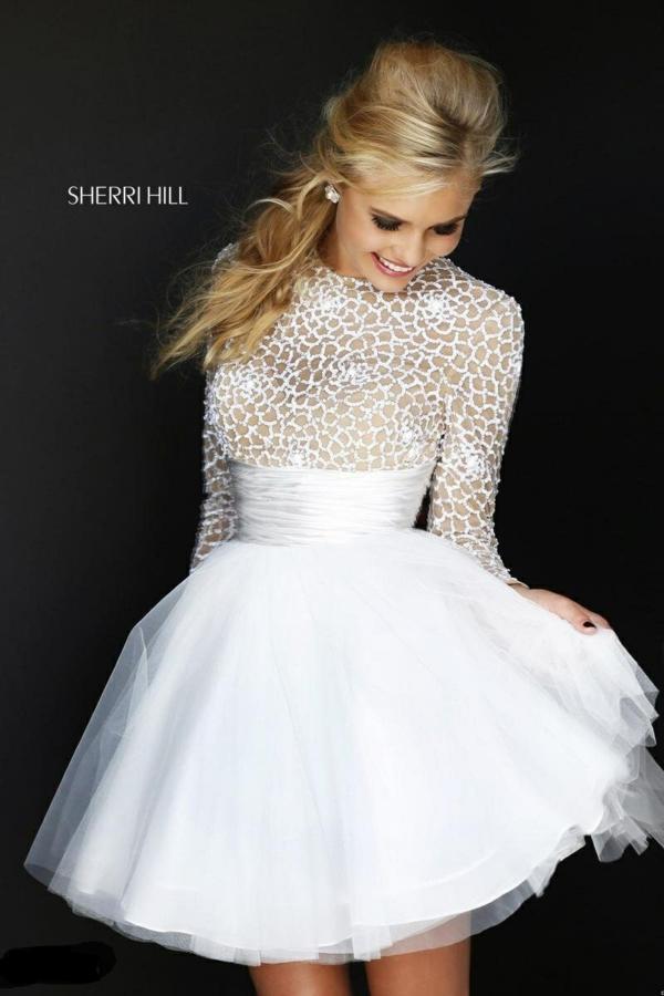 къса-сватбена-рокля-дълъг-ръкав