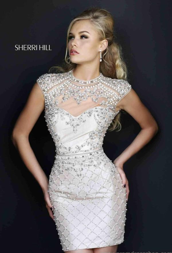 къса-сватбена-рокля-декорация-мъниста-кристали