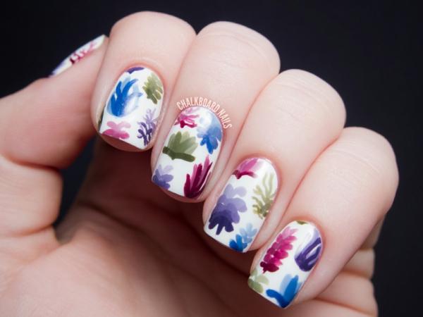 Летен маникюр с цветя