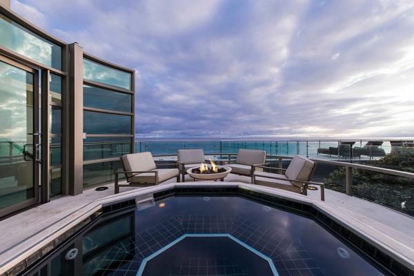модерна къща на плажа басейн