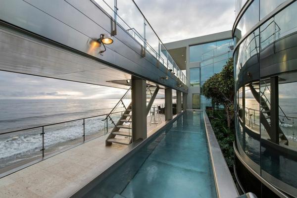 модерна-къща-на-плажа-с-басейн