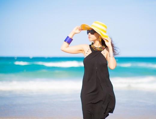 плажни визии черна рокля