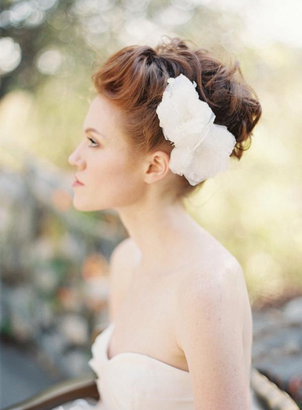 сватбени аксесоари коса бели цветя