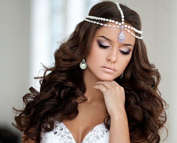 svatbeni pricheski s pusnata kosa