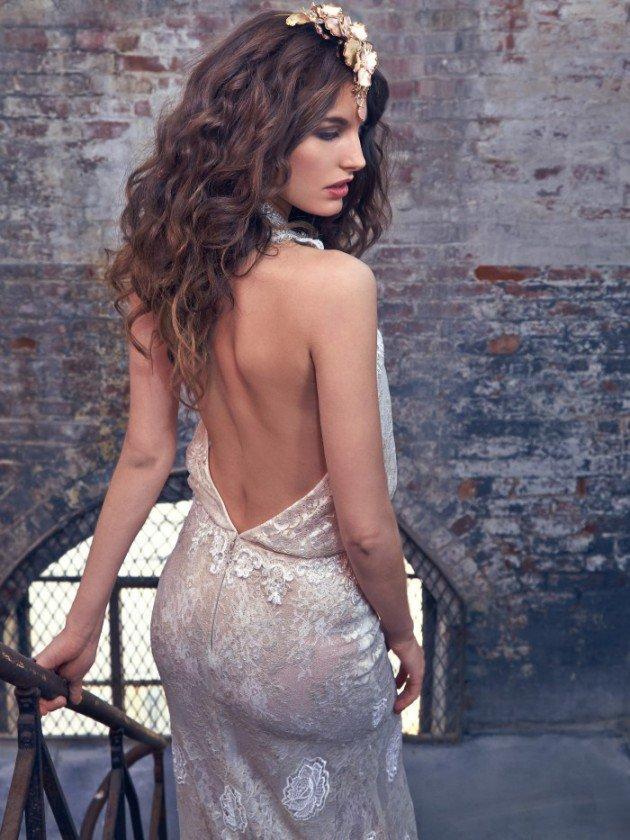 сватбени-рокли-гол-гръб