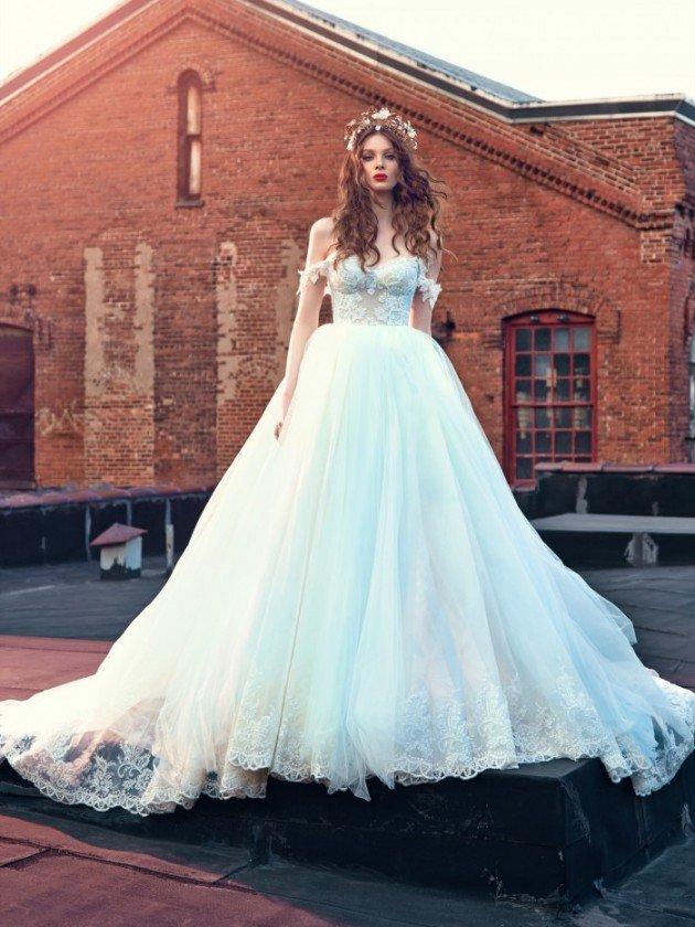 сватбени-рокли-паднали-ръкави