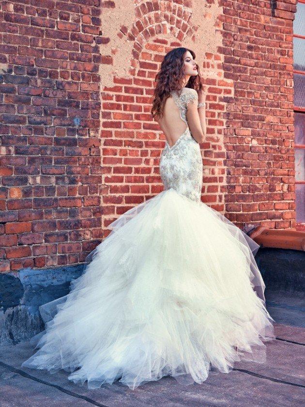 сватбени рокли гол гръб къс ръкав