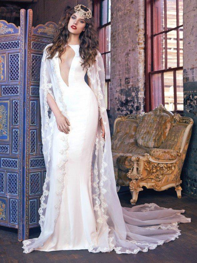 сватбени-рокли-наметало-деколте