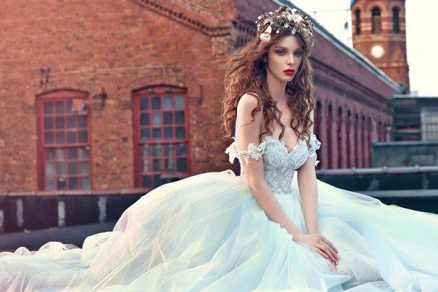 сватбени-рокли-презрамки