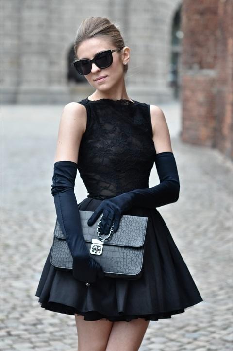 стрийт-стайл-малка-черна-рокля-ръкавици