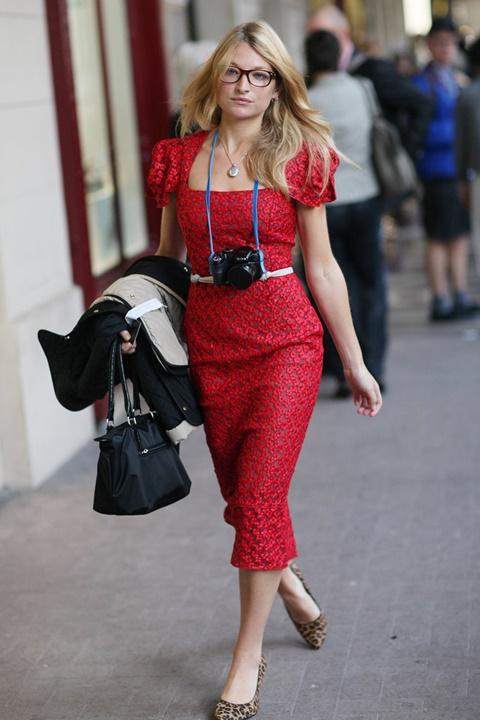 стрийт стайл червена рокля дантела