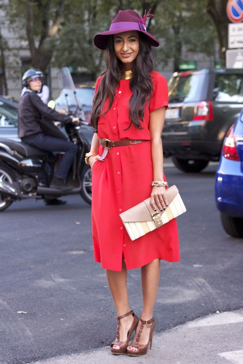 червена рокля с копчета