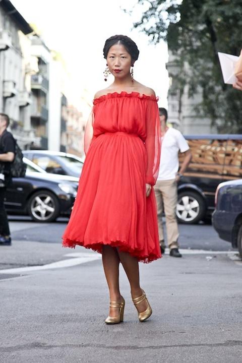 червена- рокля стрийт стайл