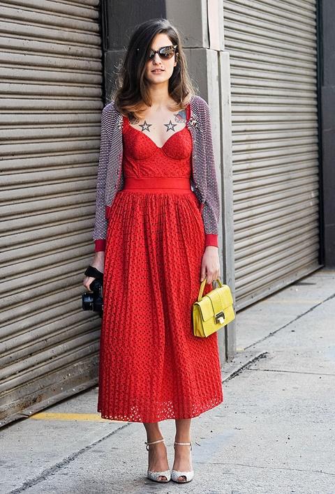 червена рокля стрийт стайл корсет