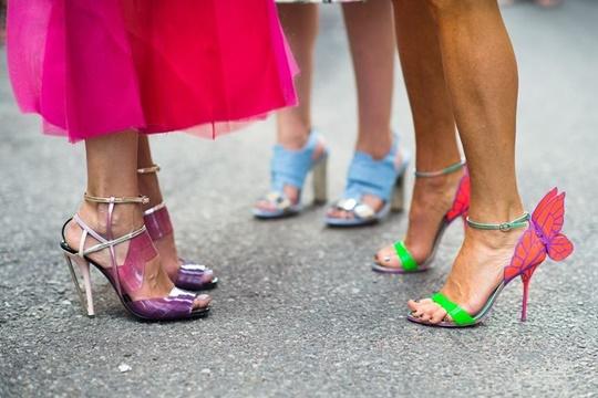 стрийт стайл цветни обувки sophia webster