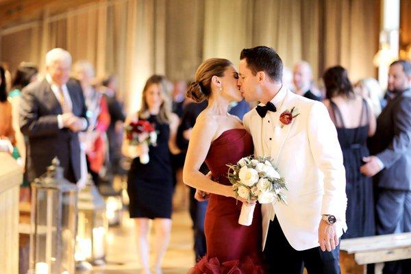 Идея за нестандартна сватба в червено