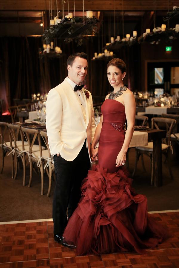 червена сватбена рокля