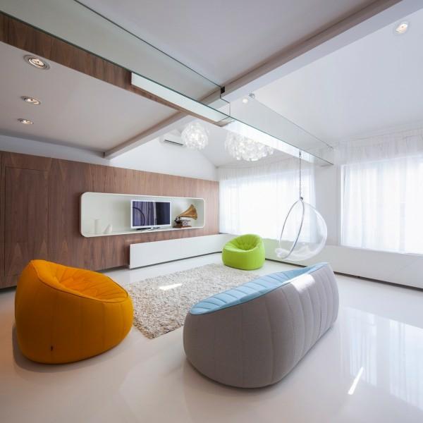interioren dizain apartament futuristichen stil hol obzavejdane divan