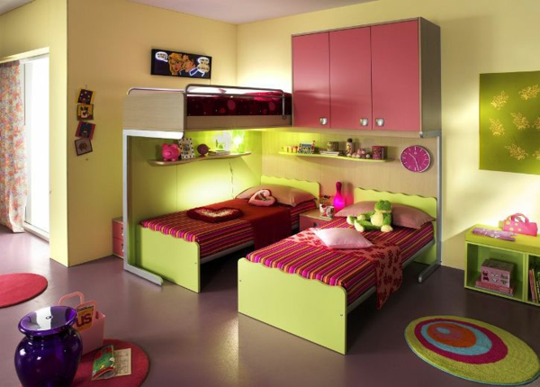 детска стая две момичета зелено розово обзавеждане