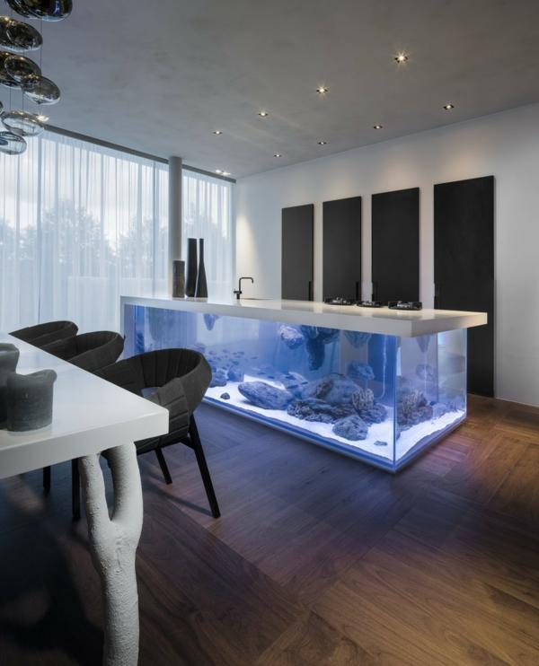 interioren dizain akvarium v kuhnqta