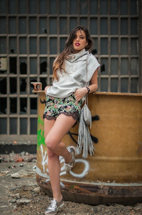 kasi danteleni pantaloni floralni street style