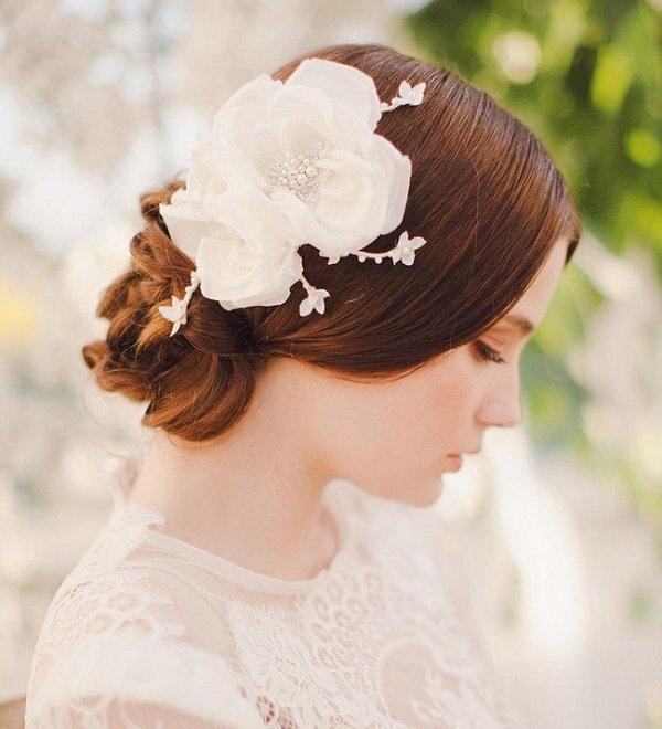 летни-сватбени-прически-с-прибрана-коса