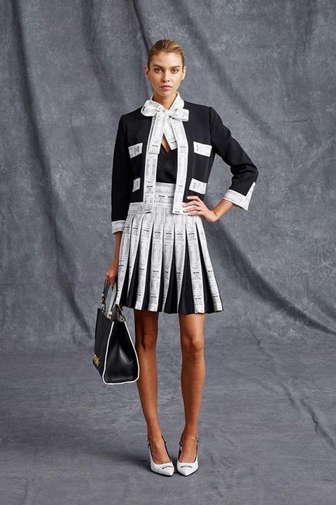 черно-бял костюм с пола