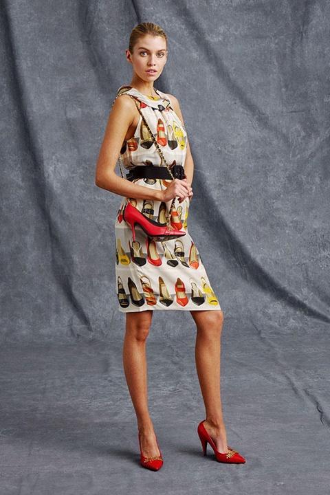 рокля с принт на обувки