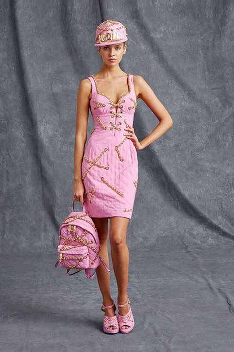 розова рокля с златисти вериги