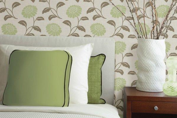spalnq tapeti stena dizain cvetq zeleno sivo