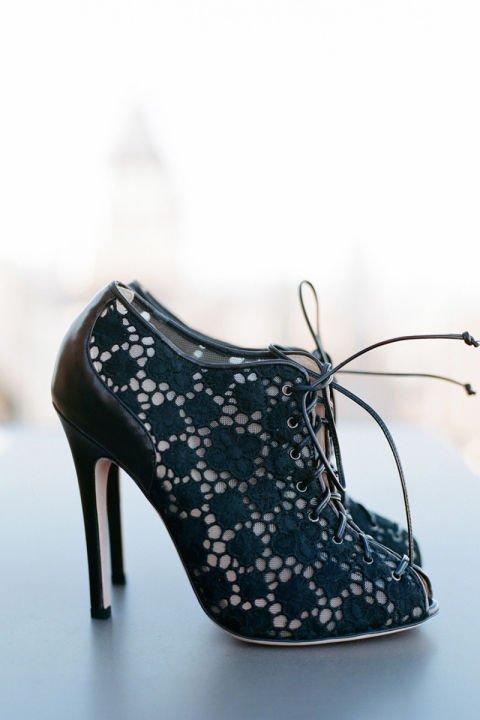 сватбени-обувки-черни-дантела