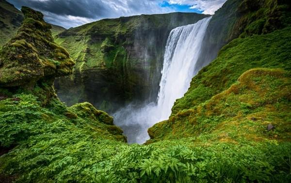 vodopad po sveta skogafos islandiq priroda