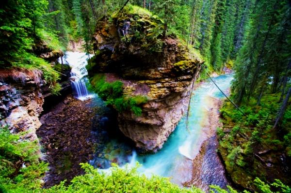 vodopad skali priroda banff kanada
