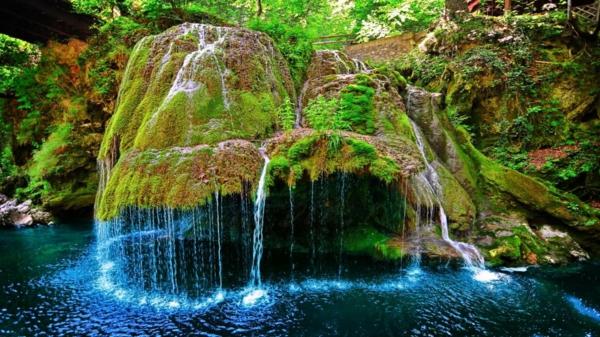vodopad v sveta bigar rumania skali