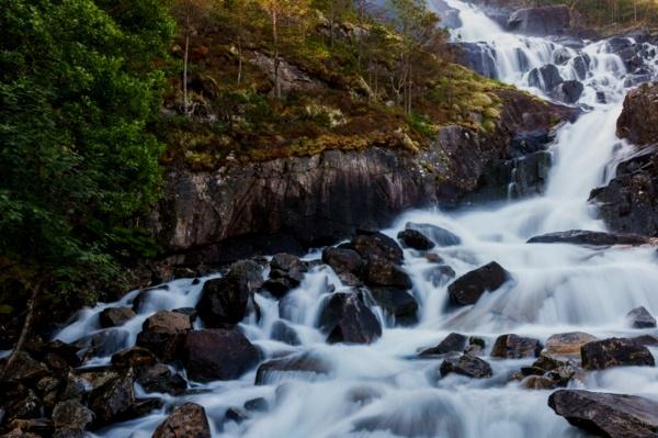vodopad v sveta langfos kamani priroda