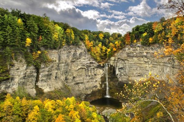 vodopad v sveta skali taughannock new york