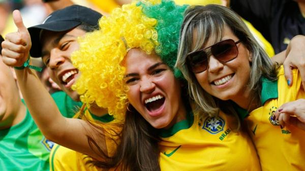бразилия-футбол-фенове-мач