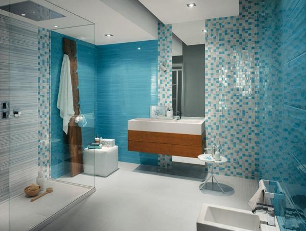 дизайн-на-баня-в-бяло-синьо-мозайка-дърво