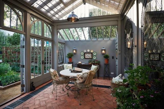 зимна-градина-мебели-за-сядане-интериор