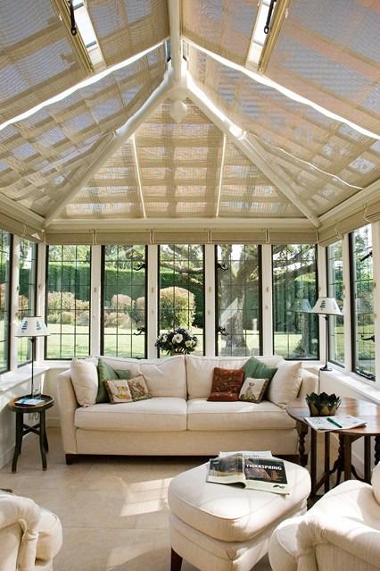 зимна-градина-интериорен-дизайн-бели-мебели