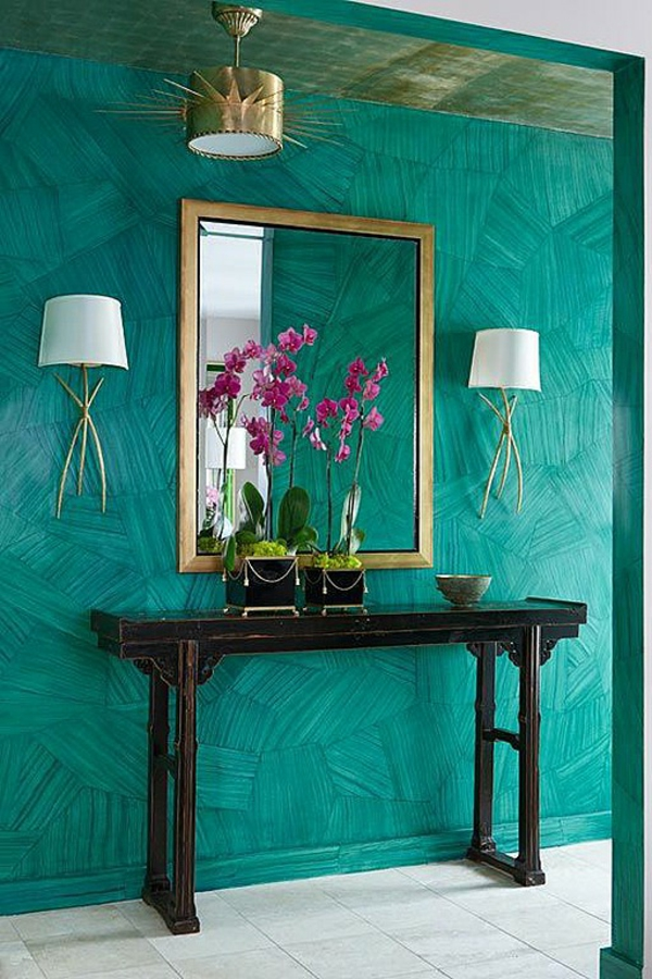 идеи дизайн коридор в тюрколазено синьо с декорация в златисто