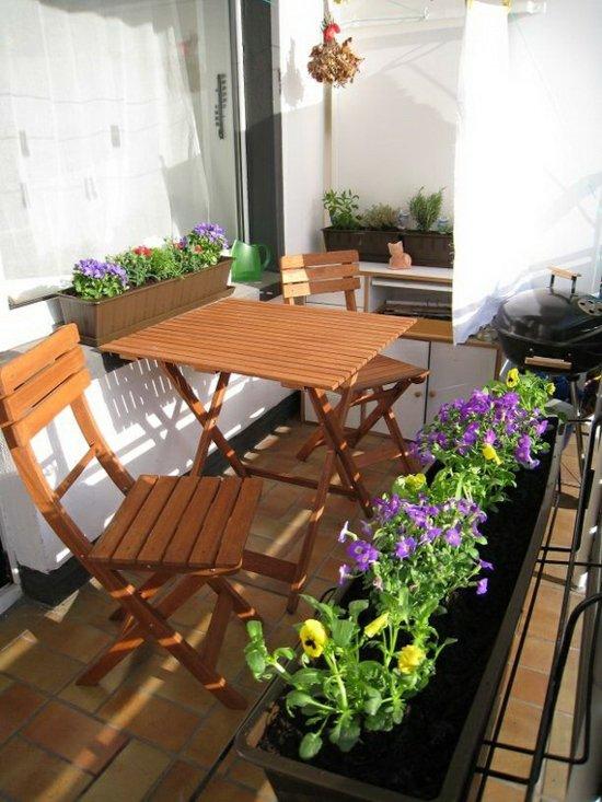идеи-за-малка-тераса-обзавеждане-маса-растения