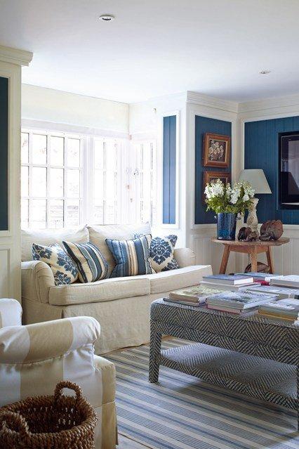 идеи малък хол обзавеждане бял син цвят