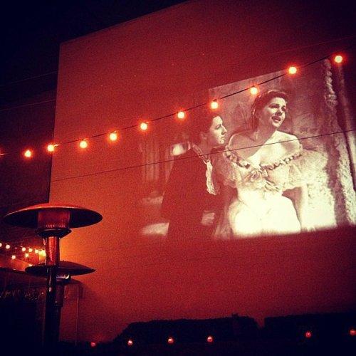 идеи за романтична среща авто кино