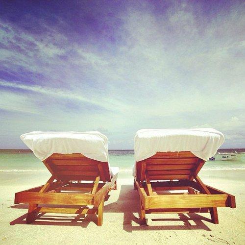 идеи за романтична среща плаж шезлонг