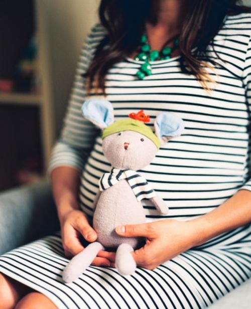 идея за детска стая за новородено бременна жена играчка