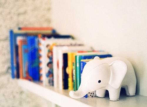 идея за детска стая новородено книги слон