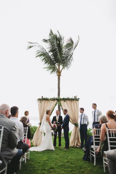 идея рустик сватба край морският бряг тържество младоженци