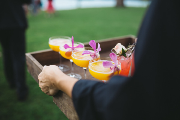 идея рустик сватба край морският бряг коктейли